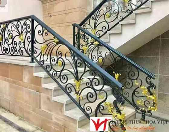 Bậc cầu thang sắt nghệ thuật ốp đá hoa cương