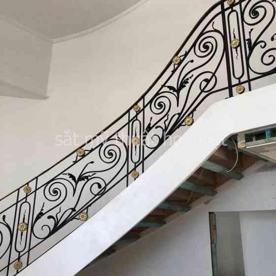 Cầu thang sắt mỹ thuật hình hộp đẹp