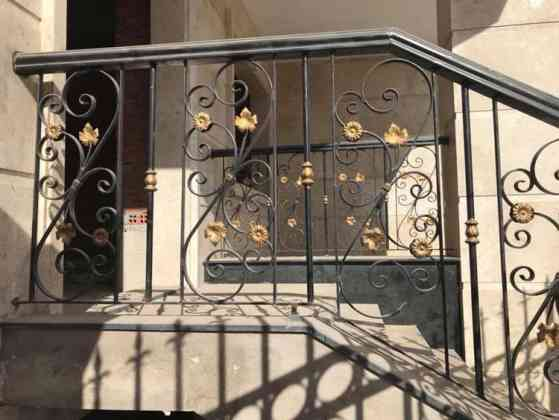 Cầu thang sắt nghệ thuật đơn giản mà đẹp