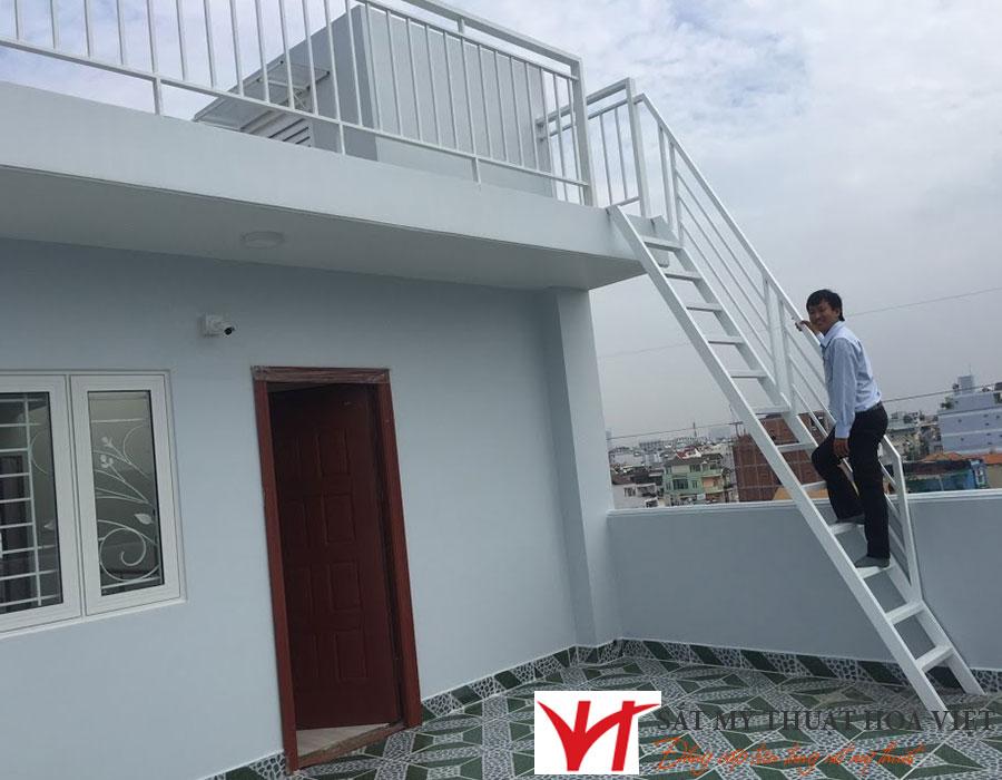Mẫu lan can cầu thang sắt hộp đẹp 2021