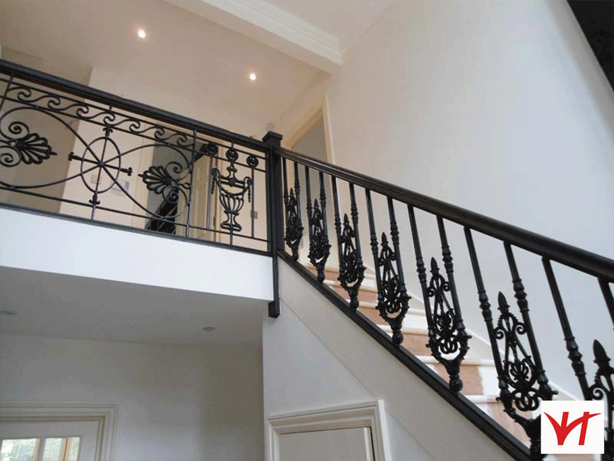 Báo giá tay vịn cầu thang sắt hộp bằng gỗ