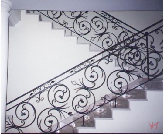 Cầu thang sắt mỹ thuật MT008