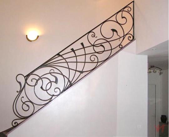 Cầu thang sắt nhà phố đẹp NP011