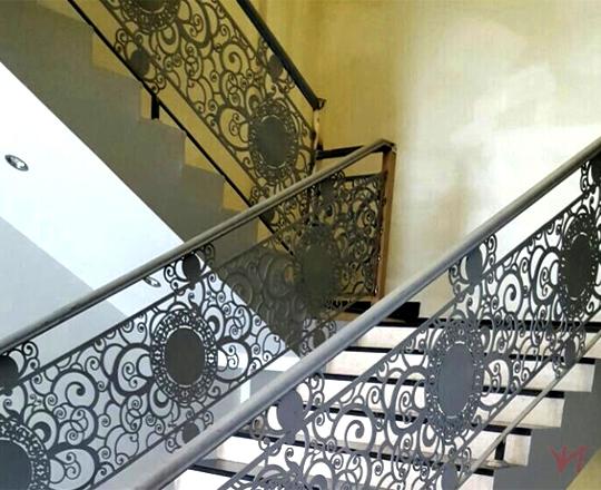 Cầu thang sắt nhà phố đẹp NP009